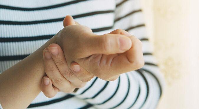 ¿Cómo aliviar el dolor en las manos en el embarazo? | Más Abrazos by Huggies